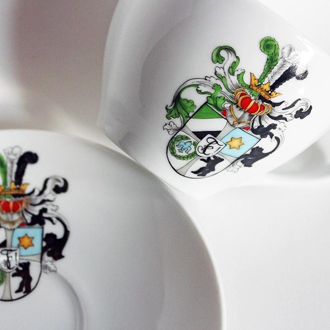 Teeservice mit handbemaltem Wappen